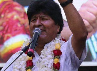 Morales, taraftarlarına seslendi: 'Demokrasi getireceğiz'
