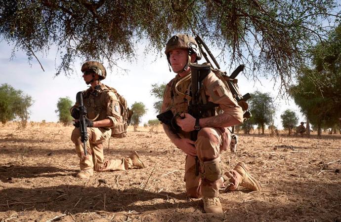 Batı Afrika'da nüfuz kaybeden Fransa yeni taktikler deniyor