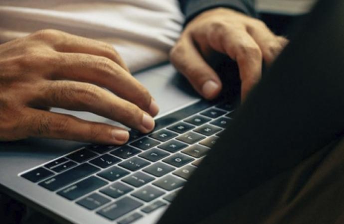 Covid-19'a ilişkin yanlış bilgilerin yüzde 38'i uydurma, yüzde 59'u bağlamından koparılmış