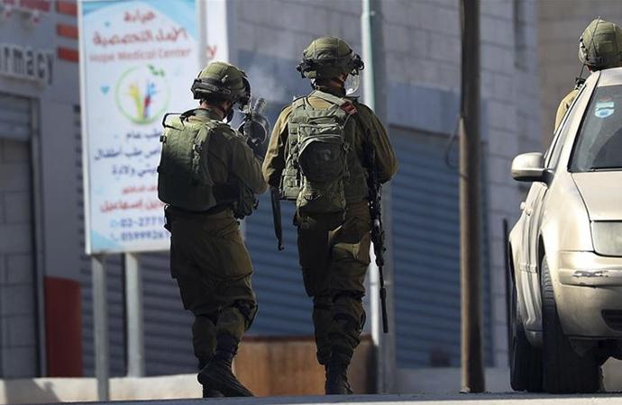 İsrail polisinin dur ihtarını anlamayan zihinsel engelli Filistinli şehit edildi