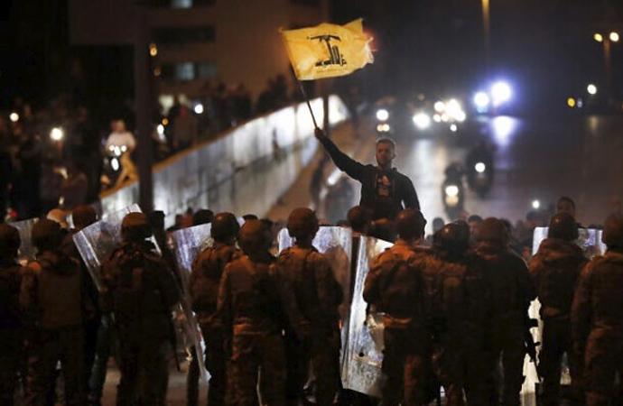 Lübnan'da göstericilere müdahale ordudan geldi