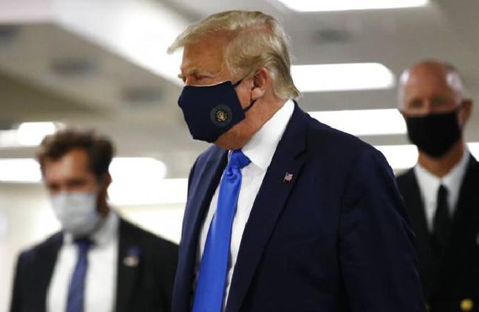 Trump ilk defa maske taktı