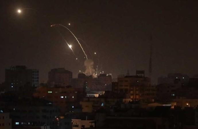 İşgalci İsrail'den Gazze'ye yeni hava saldırısı