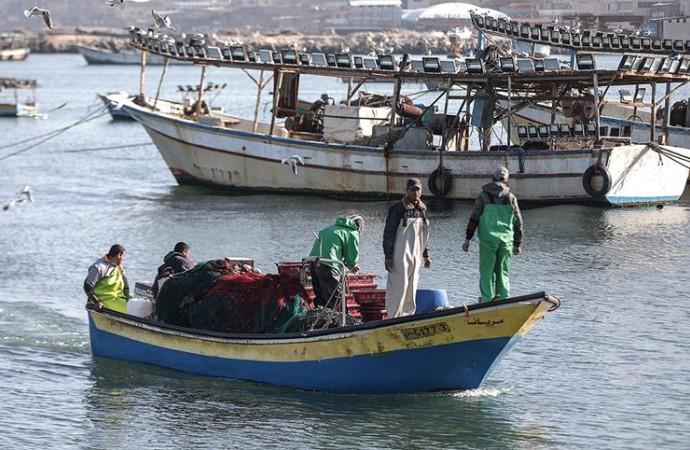 İşgalci İsrail, Gazzeli balıkçıların avlanma mesafesini yarıya düşürdü