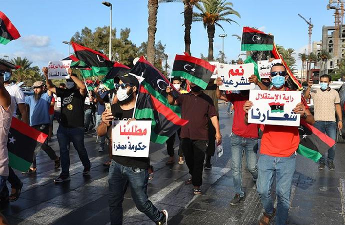 Libya'da protestolar, Hafter'i petrol blokajını kaldırmaya zorluyor