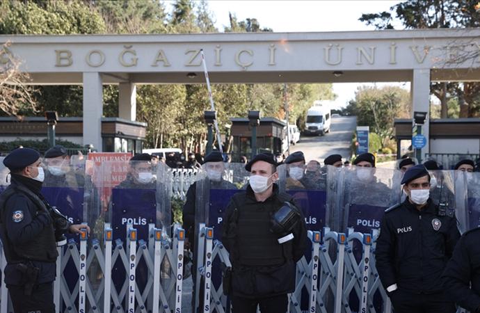 Boğaziçi gösterilerine destek için toplanan grup gözaltına alındı