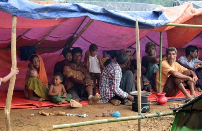 Bangladeş Arakanlıları iade etmeye başlıyor