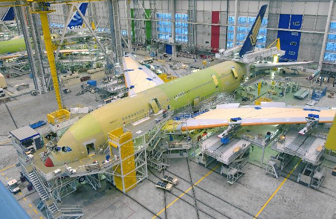 Fransa merkezli Airbus firmasının imdadına Emirates yetişti