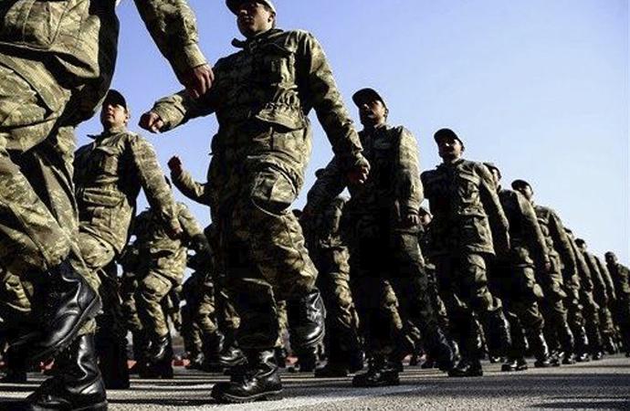 'Askerlik uzadı' iddialarına jet yalanlama