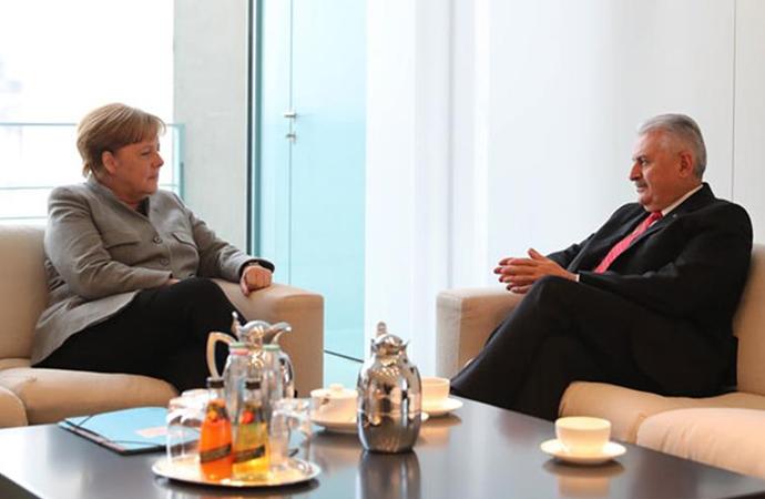Merkel-Yıldırım görüştü, diyaloğa devam mesajı verildi