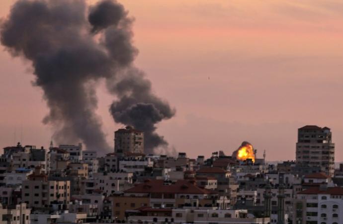 İsrail, Gazze'de Kassam Tugayları'na ait mevziyi bombaladı