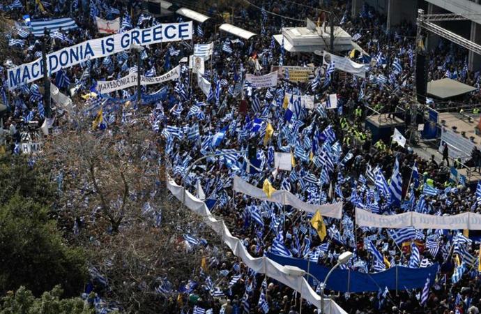 Atina'da 'Makedonya' ismi için yüz binlerin katıldığı protesto