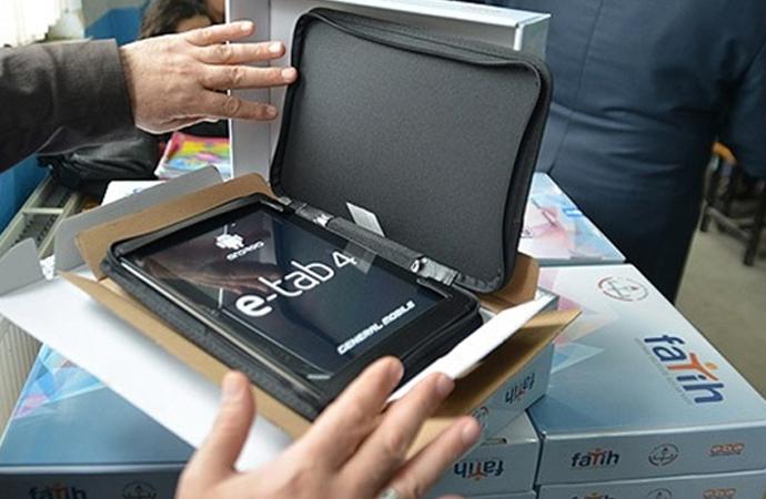 'Tablet' dağıtımı hüsran oldu, 'Klavyeli bilgisayar' dağıtılacak