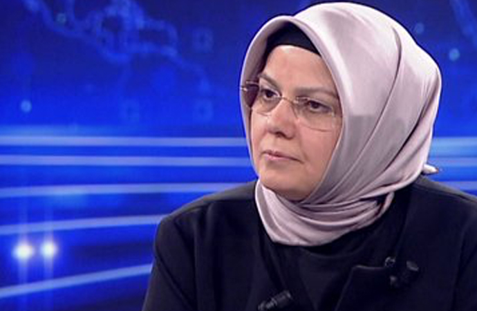 """Böhürler: """"Türkiye'de dini çevreler kadın konularını ele alırken kendilerini yenilemeliler"""""""