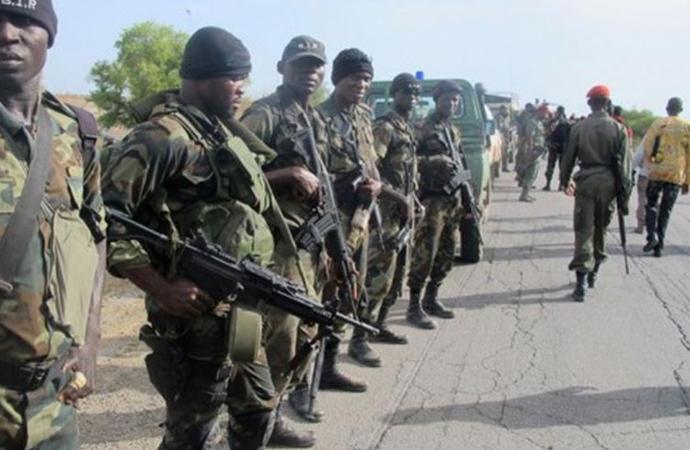 """""""Kamerun Diktatörünü Koruyan İsrail Birliği"""""""