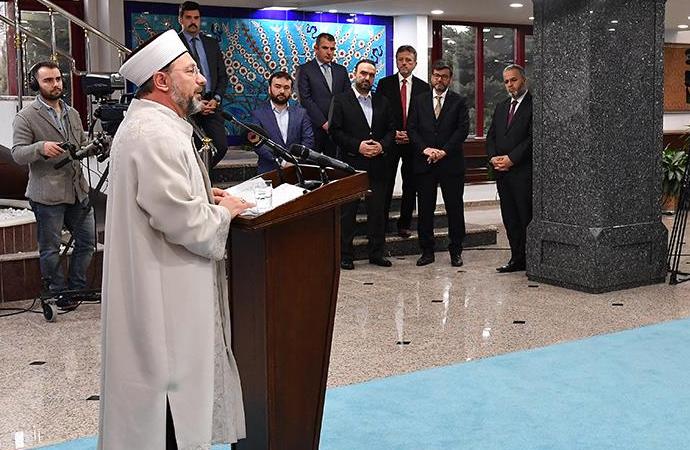 """Diyanet İşleri Başkanı, gündemdeki """"dini konular""""la ilgili açıklama yaptı"""