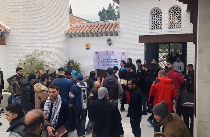 Endülüs'te 3 bin İspanyolca Kur'an hediye olarak dağıtıldı