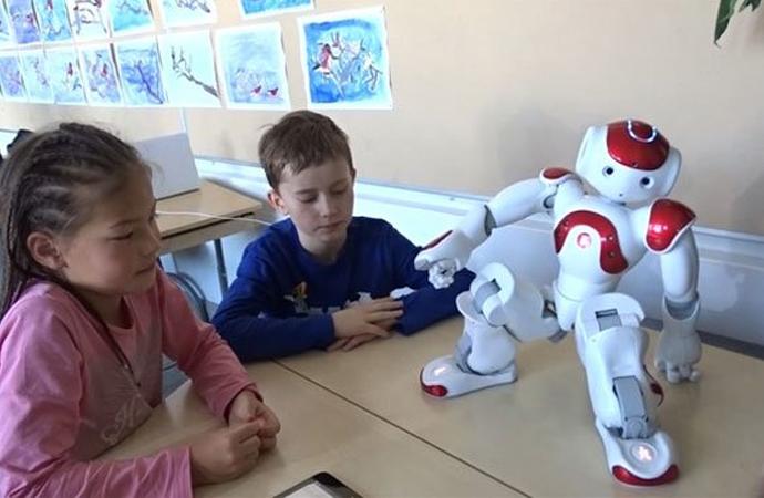 """Finlandiya'da """"robot öğretmen"""" dönemi başladı"""