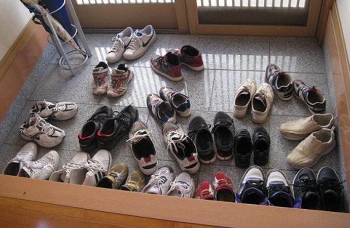Sokak ayakkabısını evde giymek tehlikeli