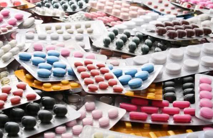 'İlaç endüstrisi tıp sektörünü kontrolüne aldı'