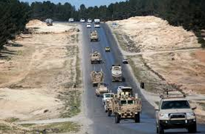 İngilizler Suriye'nin kuzey bölgelerinde geziyor, YPG'ye destek vaad ediyor