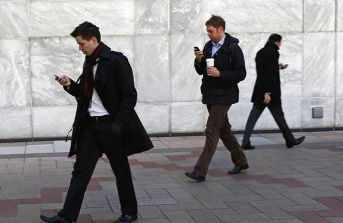 'Cep telefonları' insanların akıllarını aldı!
