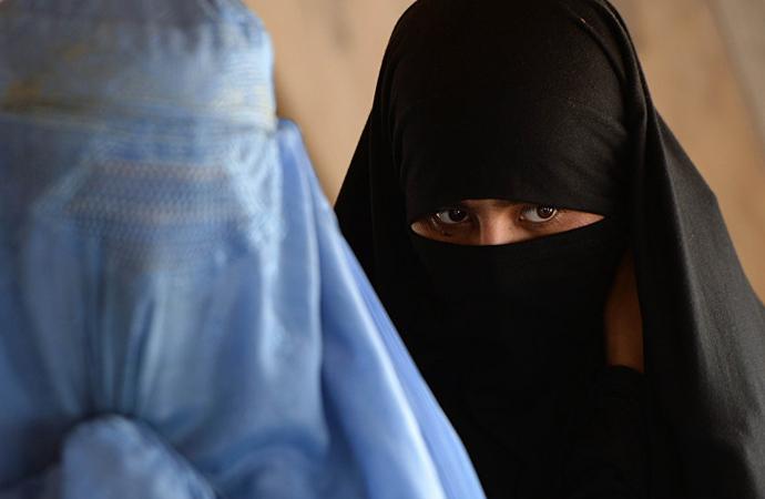 Danimarka'da burka ve peçe yasağı başladı