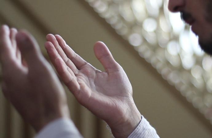 Ey Rabbimiz,sadece sana kulluk eder, sadece senden yardım dileriz…
