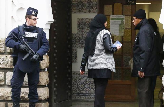 Fransa'da kaç cami kapatıldı?