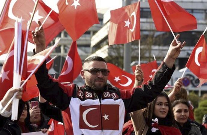 Almanya'daki Türkler arasında Türkiye'ye aidiyet hissi artıyor