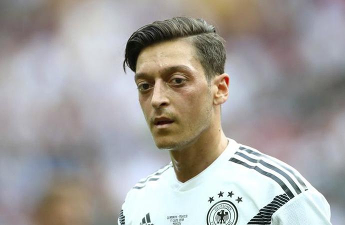 Mesut Özil üzerinden Alman siyaseti konuşuldu