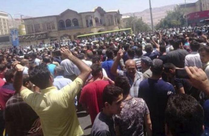 İran'ın büyük şehirlerinde protestolar sürüyor