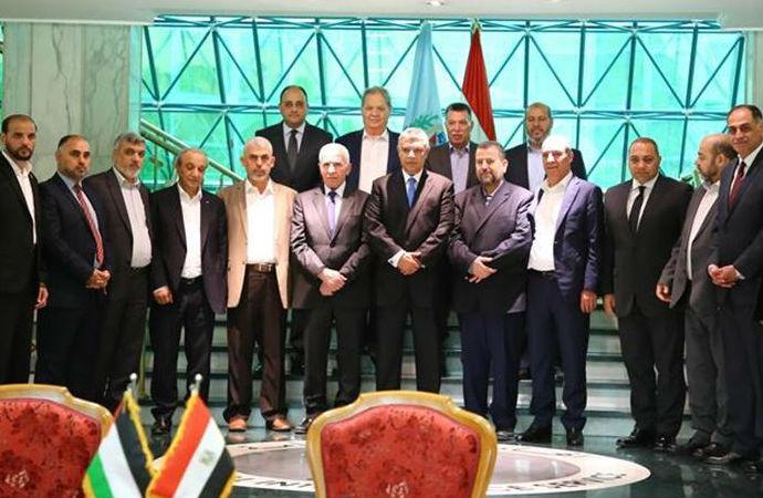 Filistin temsilcileri Kahire'den Gazze'ye döndü