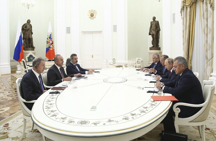 Rusya ile yoğun görüşme trafiği