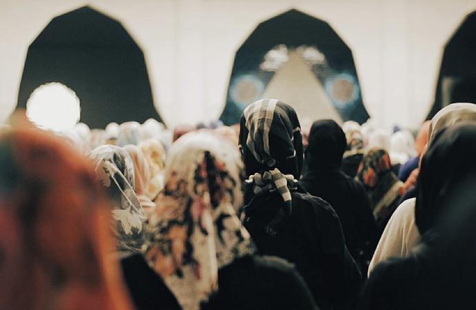 Kadınlar camiye gitmeli mi, gitmemeli mi?