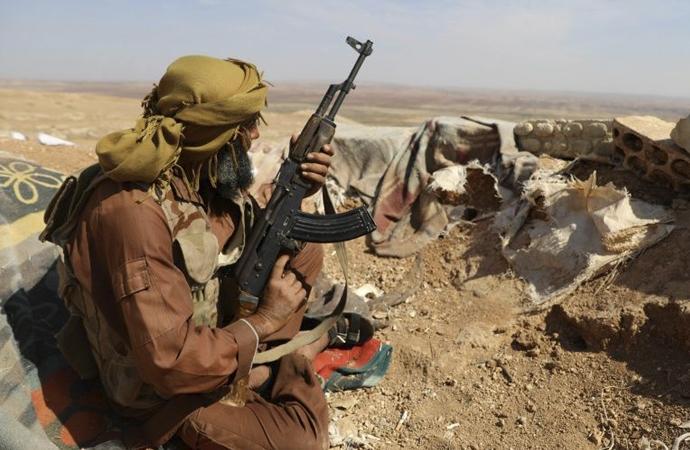 İdlib'te iki grup ağır silahlarını çekmeye başladı