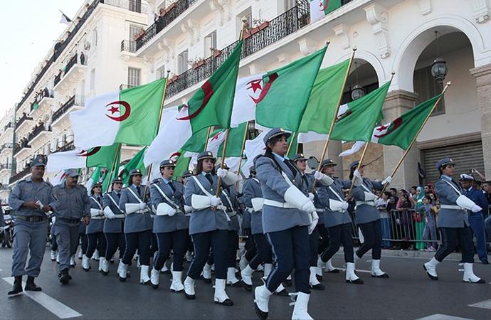 Cezayir, bağımsızlığın bedelini 1.5 milyon canla ödemişti