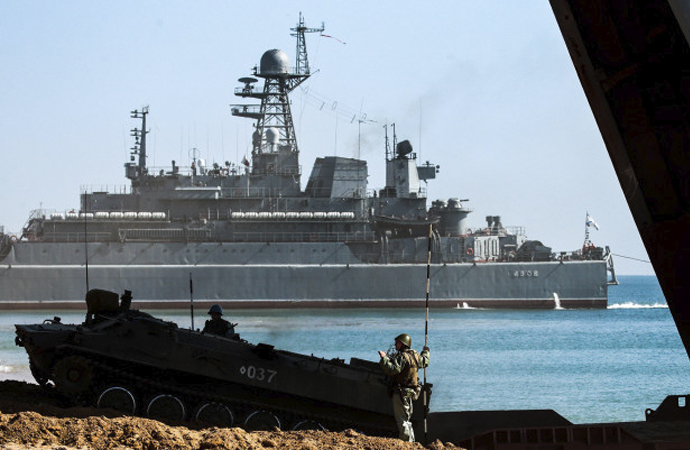 Rusya'nın gemilerine el koyduğu Ukrayna'ya NATO destek verdi