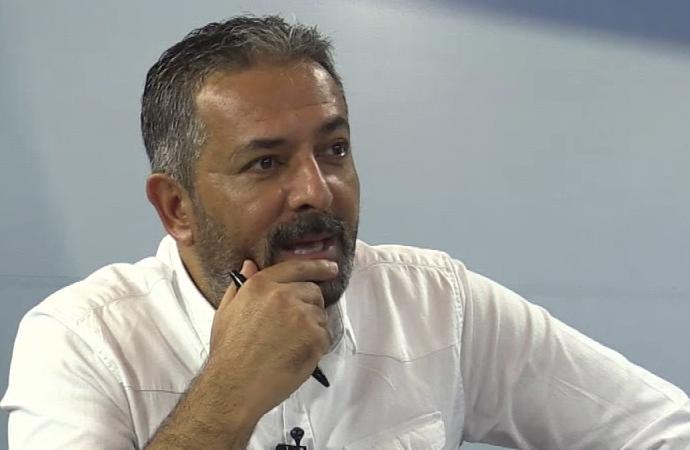 Akif Beki: Rektör baltayı taşa vurdu!