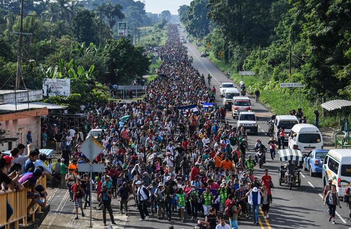 Ellerinde taş olmayan mültecilere 'önceden' tehditin manası