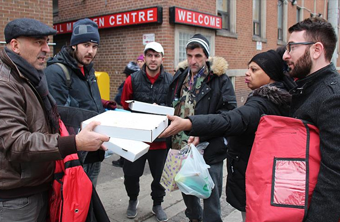 Kanada sokaklarındaki evsizlere Türk pizzacıdan yardım