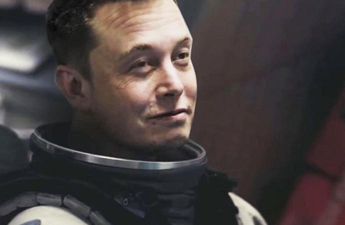Elon Musk'ın otomobilini uzaya çıkaran şirketiSpaceX ilk askeri uydusunu gönderdi