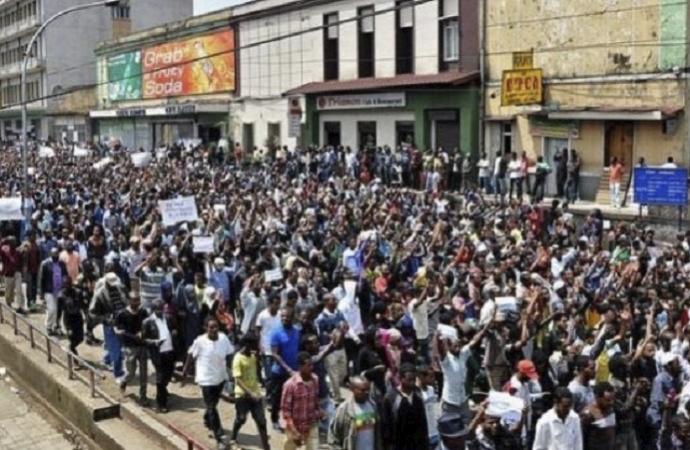 Hartum'da saraya yürümek isteyen göstericilere ateş açıldı