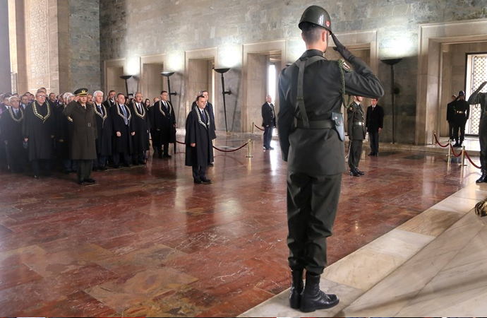 Anayasa Mahkemesi üyeleri Anıtkabir'de