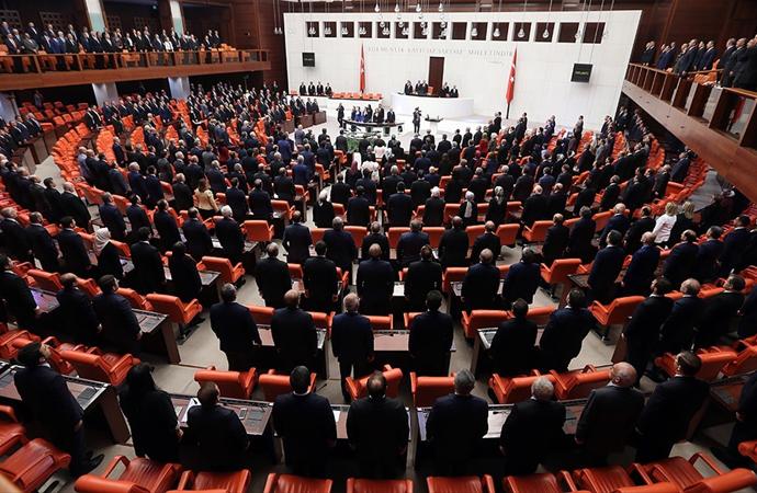 Milletvekilleri iki aylık molanın ardından Meclis'te