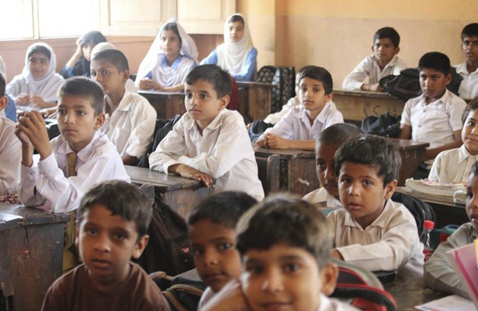 Pakistan'da devlet denetimi genişletiliyor