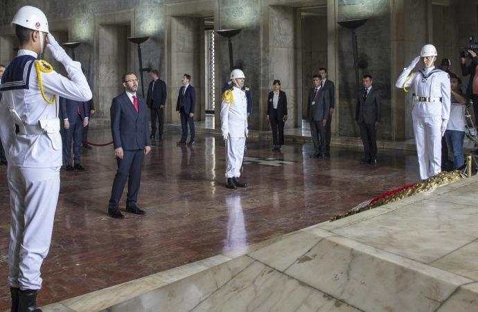 Gençlik ve Spor Bakanı Kasapoğlu, Anıtkabir'de