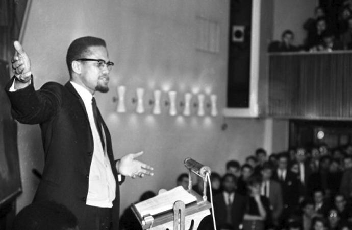 Malcolm X'e şehid edildiği salonda anma töreni