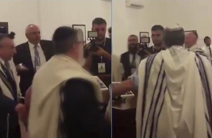 """Bahreyn'de """"Yaşasın İsrail"""" sözleri eşliğinde Yahudi ayini"""