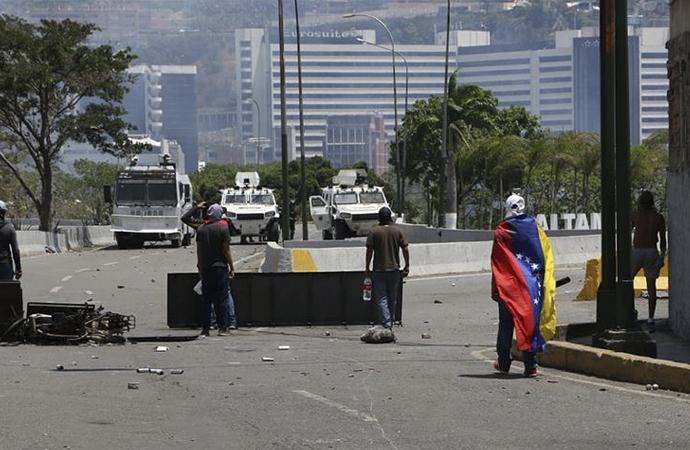 Maduro: Darbeci grubu yakaladık ve hapse attık